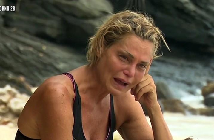 Il dramma di Simona Ventura all'Isola 11 continua